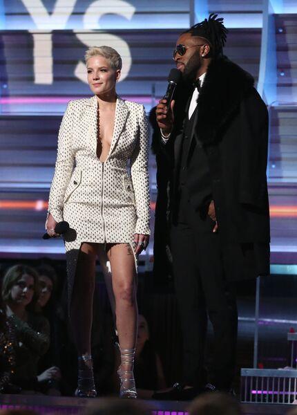 Артисты Холзи и Джейсон Деруло на 59-й ежегодной премии Грэмми в Лос-Анджелесе, 12 февраля 2017
