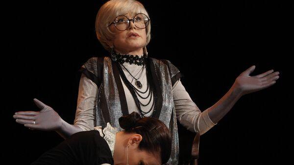 Вера Алентова в спектакле Бешеные деньги в Театре имени А. Пушкина