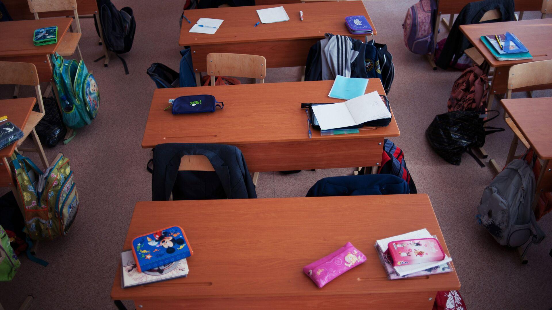 Пустые парты в школьном классе - РИА Новости, 1920, 13.05.2021