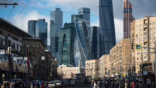 Дорогомиловская улица в Москве и Московский международный деловой центр Москва-Сити