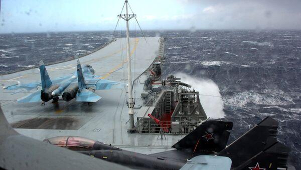 Истребитель МиГ-29К на палубе тяжелого авианесущего крейсера Адмирал Кузнецов в Средиземном море