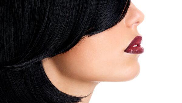 Девушка с чувственными губами