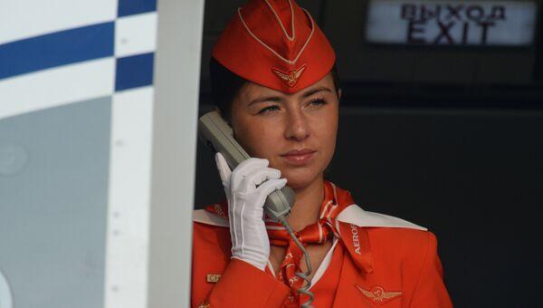 Стюардесса авиакомпании Аэрофлот в международном аэропорту Толмачево в Новосибирске