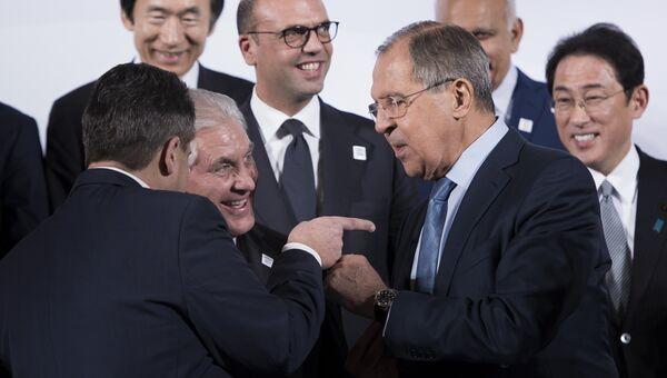 Зигмар Габриэль, Рекс Тиллерсон и Сергей Лавров во время встречи глав МИД G20 в Бонне
