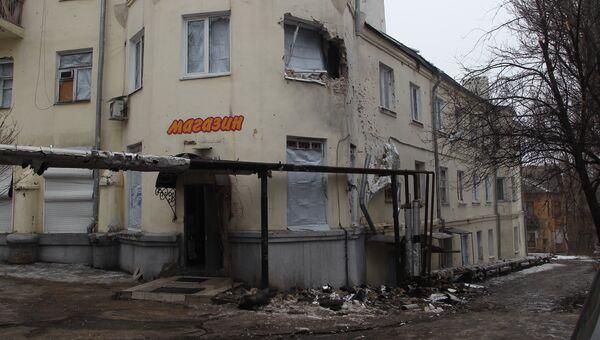 Пострадавшие при обстреле дома в Киевском районе Донецка. Архивное фото