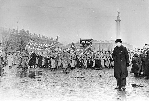 Демонстрация в Петрограде за продолжение участия России в Первой мировой войне. Весна 1917 год