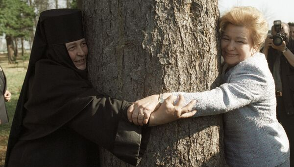 Супруга Президента РФ Наина Ельцина и настоятельница Толгского женского монастыря матушка Варвара во время рабочей поездки Б. Н. Ельцина в Ярославль