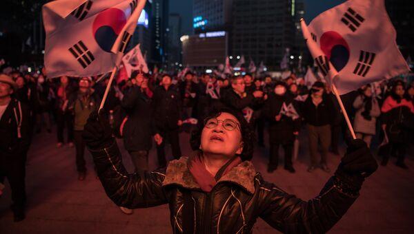 Сторонники президента Южной Кореи Пак Кын Хе вышли на демонстрацию в Сеуле