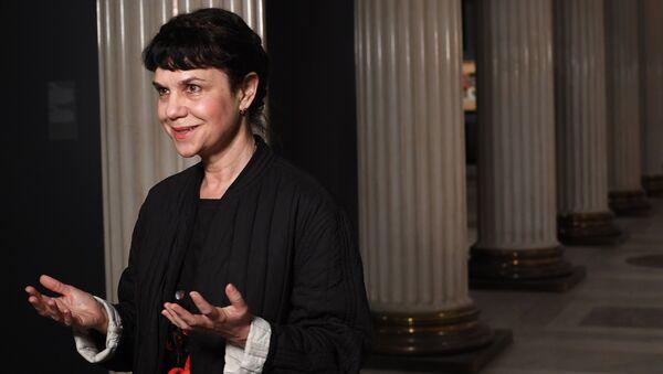 Директор ГМИИ имени А.С. Пушкин Марина Лошак выступает на открытии выставки Лицом к будущему. Искусство Европы 1945–1968