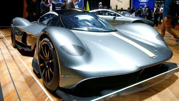 Автомобиль Aston Martin Valkyrie на Женевском международном автосалоне