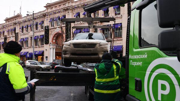 В Москве с января увеличат стоимость эвакуации автомобилей