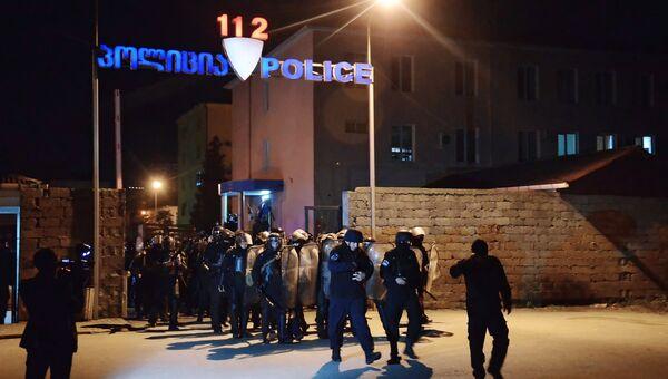 Сотрудники правоохранительных органов во время беспорядков в Батуми.