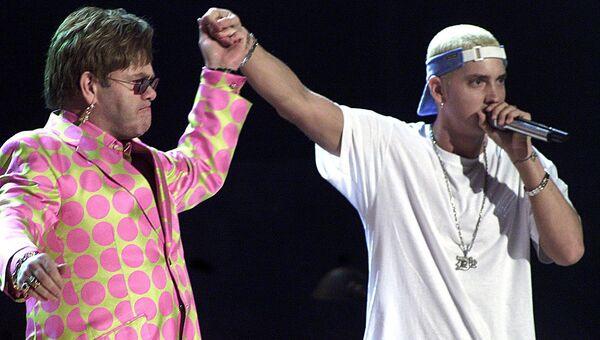 Британский музыкант Элтон Джон и рэп-музыкант Eminem на 43-й ежегодной премии Грэмми, 21 февраля 2001