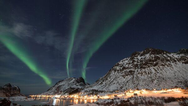 Северное сияние в небе над Унстадом, Норвегия