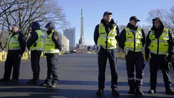 Полиция в ожидании участников мероприятий Дня легионеров. 16 марта 2017