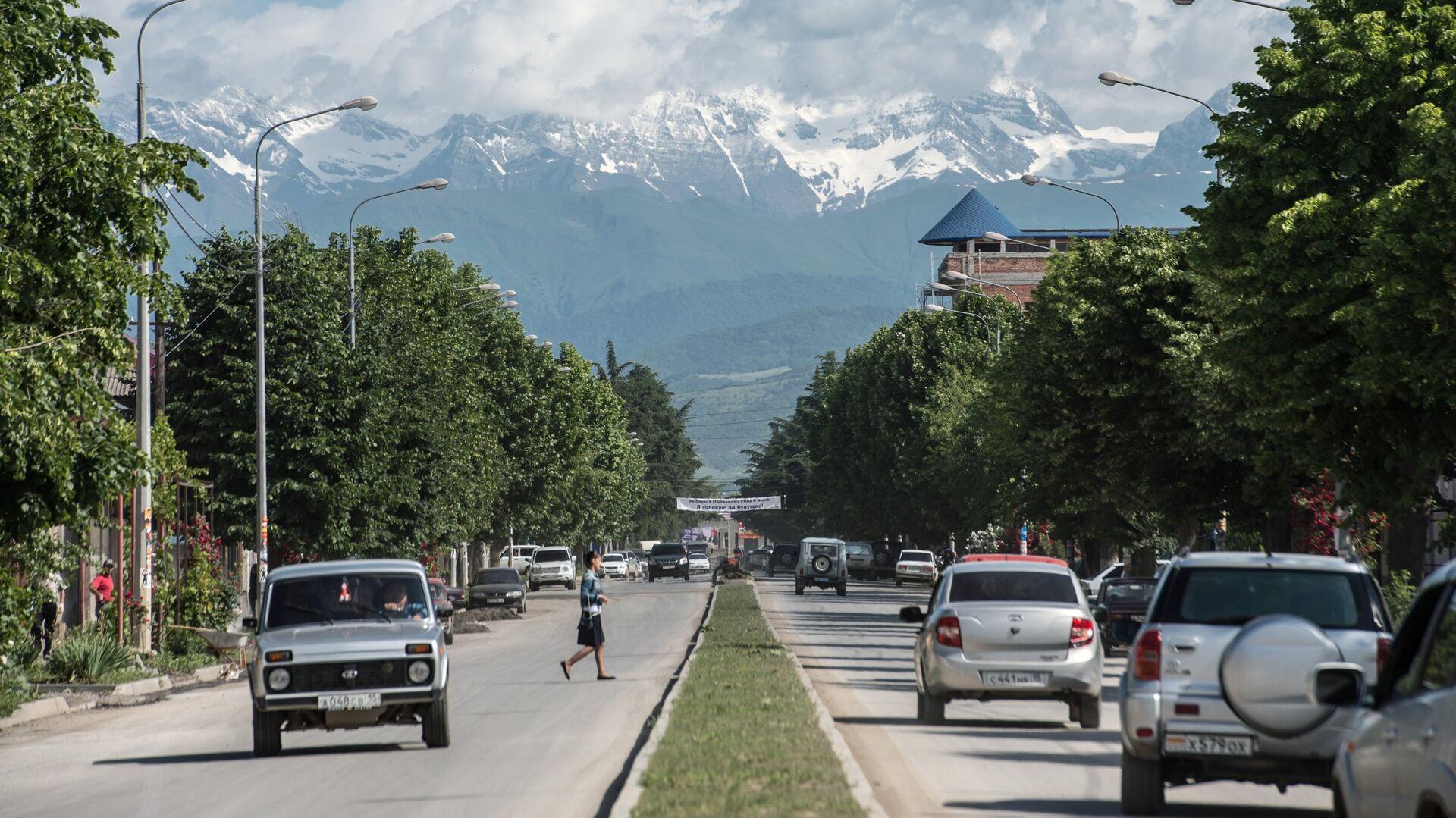 Вид на одну из городских улиц в Цхинвале - РИА Новости, 1920, 27.04.2020