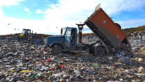 Сброс отходов. Архивное фото