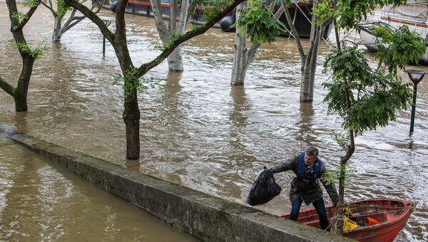 Наводнение в Париже. Архивное фото