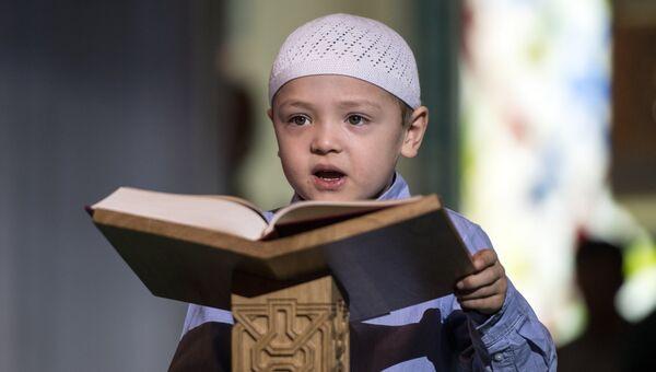 Чтение Корана на фестивале Корана в Московской соборной мечети. Архивное фото.
