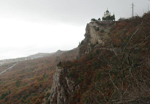 Церковь Воскресения Христова на Красной скале над поселком Форос в Крыму