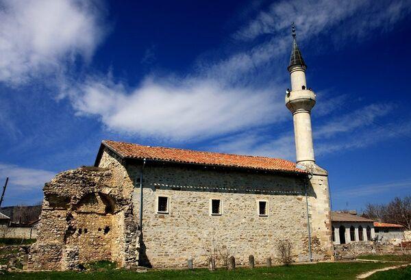 Мечеть Хана Узбека в исторической части города Старый Крым
