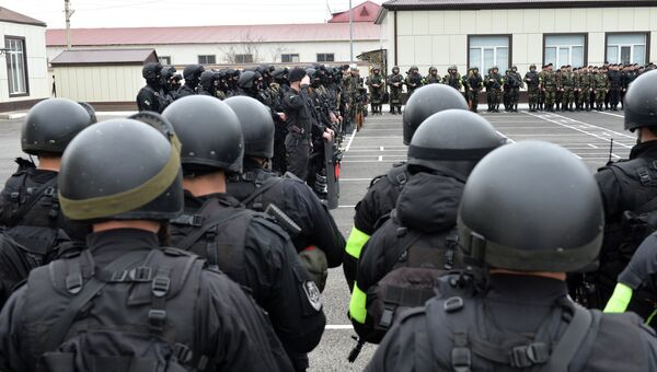 Военнослужащие войск национальной гвардии России в Грозном. Архивное фото