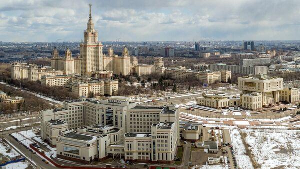 Комплекс зданий МГУ в Москве. Архивное фото