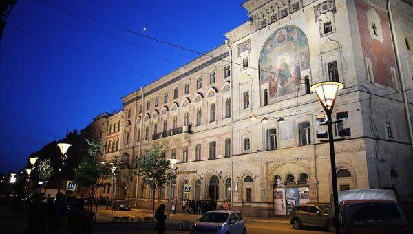Главное здание СПбГИКиТ. Архивное фото