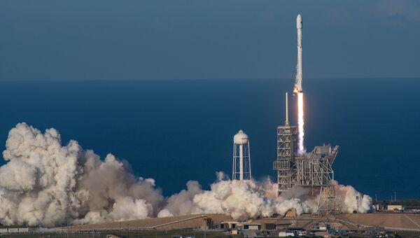 Старт ракеты Falcon 9 со спутником SES–10 с космодрома на мысе Канаверал. 30 марта 2017
