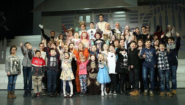 Дети в закулисье популярного бродвейского мюзикла Золушка