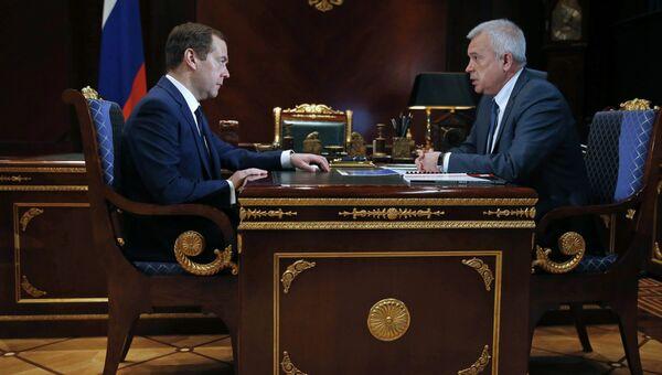 Председатель правительства РФ Дмитрий Медведев и президент ПАО Лукойл Вагит Алекперов во время встречи. 31 марта 2017