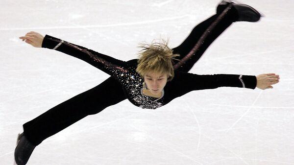 Евгений Плющенко во время выступления на чемпионате Европы по фигурному катанию в Турине. 26 января 2005