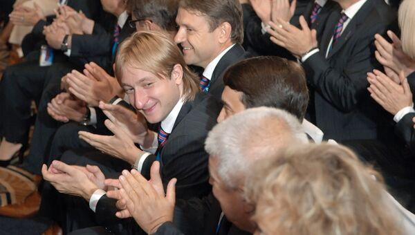 Празднование победы в Гватемале, где Сочи выиграл право провести Олимпиаду – 2014. Олимпийский чемпион по фигурному катанию Евгений Плющенко (в центре)