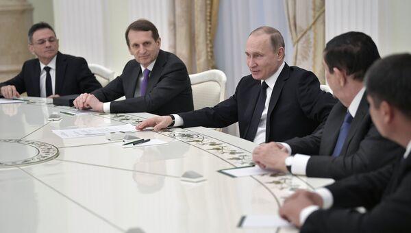 Президент РФ Владимир Путин на встрече с участниками совещания глав спецслужб СНГ. 5 апреля 2017