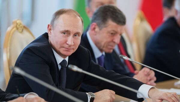 Владимир Путин во время переговоров с Шавкатом Мирзиеевым. Архивное фото