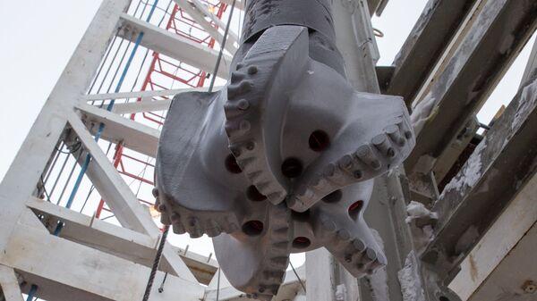 Буровая установка на месте бурения нефтяной компанией Роснефть скважины Центрально-Ольгинская-1