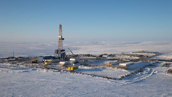 Буровая установка на месте бурения нефтяной компанией Роснефть. Архивное фото