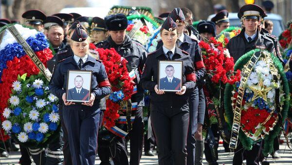 На церемонии прощания со старшим лейтенантом полиции Владимиром Дьяконовым и лейтенантом полиции Дмитрием Школьниковым в Астрахани