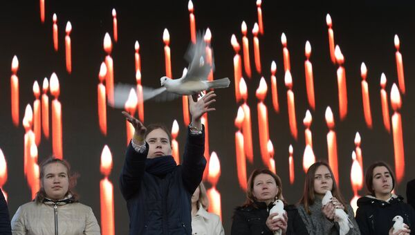 Митинг памяти жертв теракта в метро у станции Технологический институт в Санкт-Петербурге