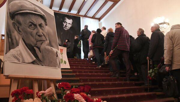 Церемония прощания с поэтом Евгением Евтушенко в Центральном доме литераторов в Москве