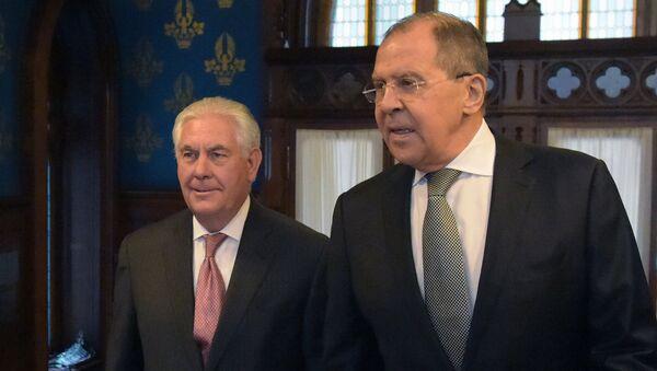 Министр иностранных дер РФ Сергей Лавров и Государственный секретарь США Рекс Тиллерсон во время переговоров в Москве. Архивное фото