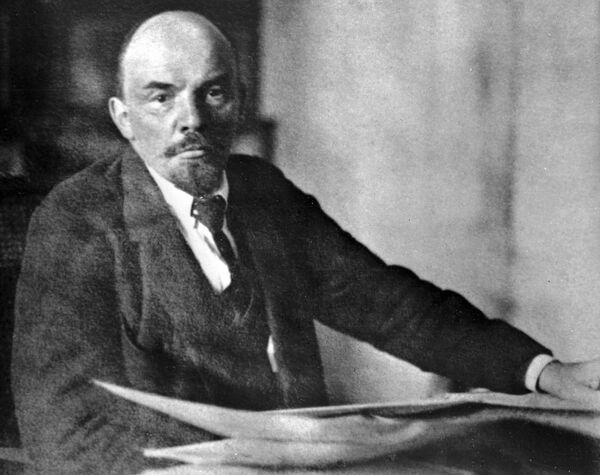 Владимир Ильич Ленин в своем рабочем кабинете в Кремле