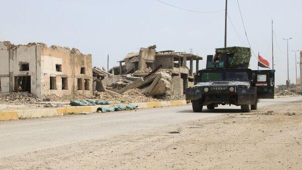 Разрушенные дома на улице Мосула
