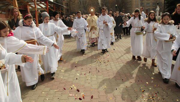 Московские католики празднуют Пасху