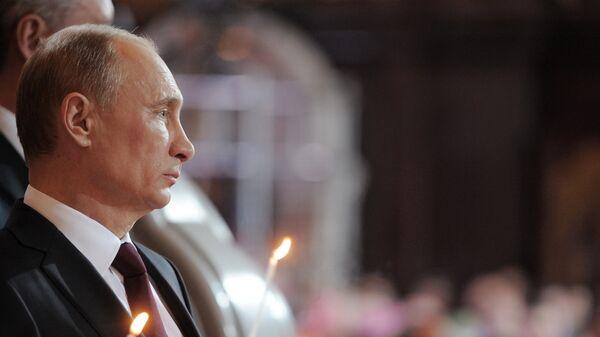 В.Путин в храме Христа Спасителя в Москве