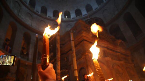 Схождение Благодатного огня. Архивное фото