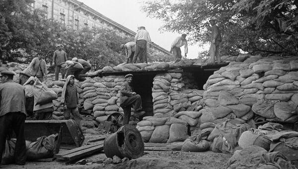 Жители Киева готовятся к обороне. Сентябрь 1941 года. Архивное фото