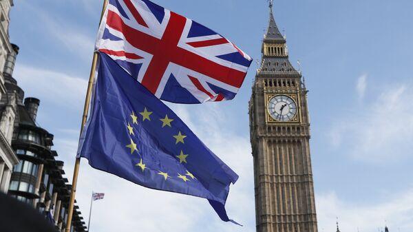 Флаги Евросоюза и Великобритании в Лондоне. Архивное фото