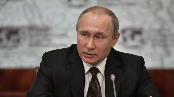 Президент РФ Владимир Путин на заседании попечительского совета Русского географического общества в Санкт-Петербурге