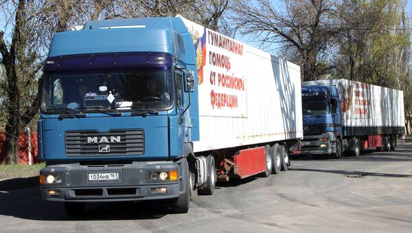 Грузовой автомобиль 64-го конвоя МЧС России с гуманитарной помощью для жителей Донбасса в Донецке. 27 апреля 2017